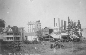 Sugar mill in Sugar Land, a cluster of smokestacks to the right], Postcard, 1909; digital image, (http://texashistory.unt.edu/ark:/67531/metapth166/ : accessed June 03, 2014), University of North Texas Libraries, The Portal to Texas History, http://texashistory.unt.edu; crediting Fort Bend Museum, Richmond, Texas.